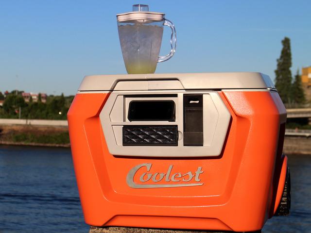 Cooler with blender